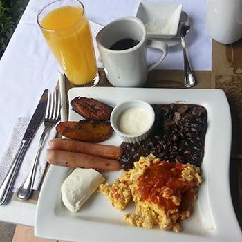 C mo preparar un desayuno t pico chap n aprende for Desayuno frances tradicional