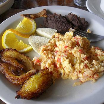 Cómo preparar un desayuno típico chapín