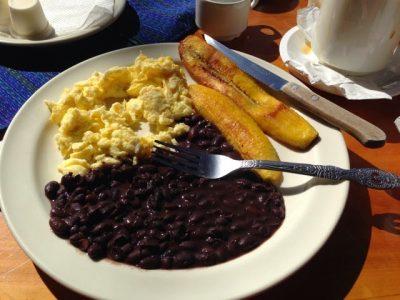 C mo preparar un desayuno t pico chap n aprende for Menu frances tipico