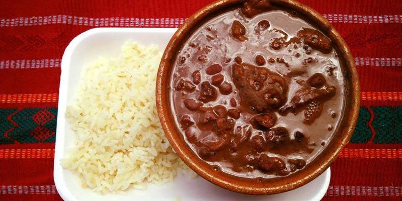 Receta para preparar Frijoles Colorados con chicharrón guatemaltecos