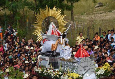 procesion de la virgen de camotan