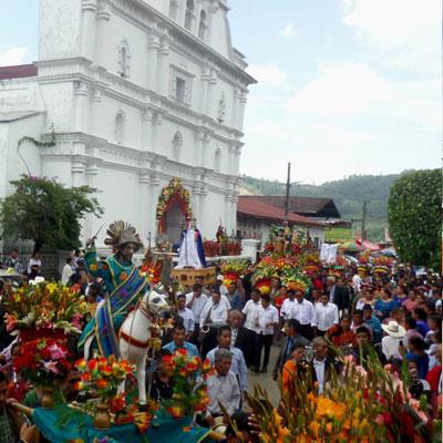 procesion de san cristobal verapaz