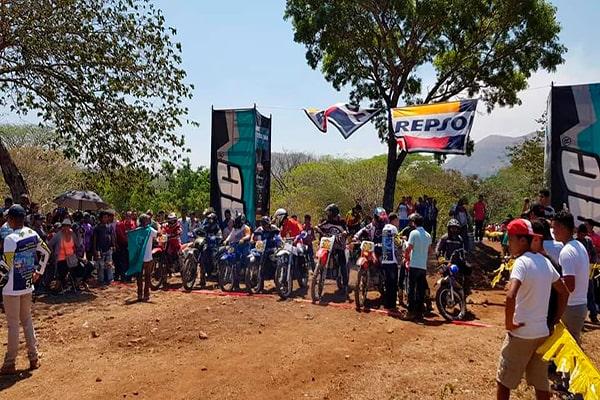 Descripción de foto - Carrera de motrocorss durante la mañana para festejar la feria patronal de Jerezl. - Crédito de foto - Municipalidad de Jerez 2020-2024