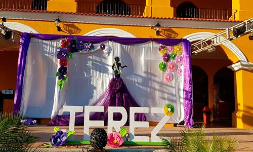 Descripción de foto - Vista del escenario decorado en el ayuntamiento municipal. - Crédito de foto - Municipalidad de Jerez 2020-2024