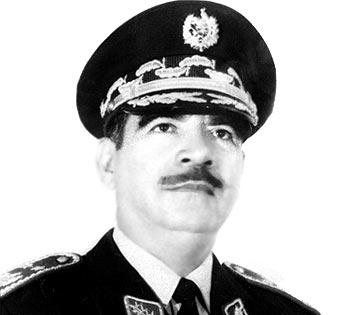 Presidente Fernando Romeo Lucas García gobernó Guatemala de 1978-1982.