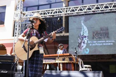Cantante guatemalteca Sara Curruchich