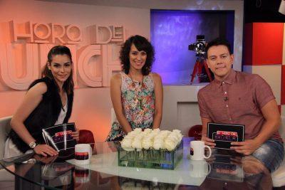 Carlos Guerrero junto a la cantante Gaby Moreno