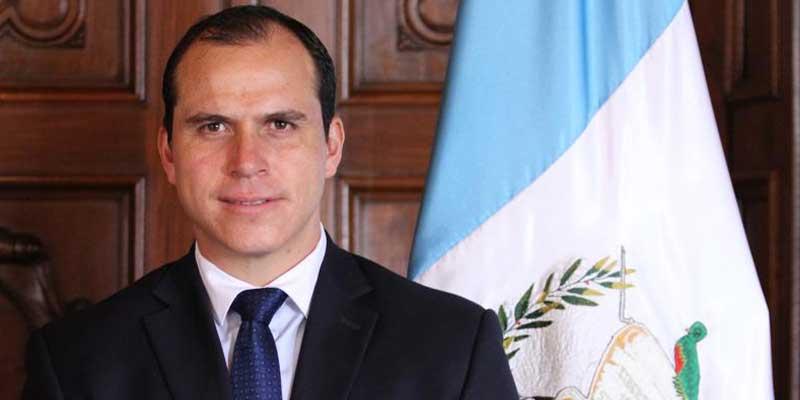 Futbolista y ministro Dwight Pezzarossi
