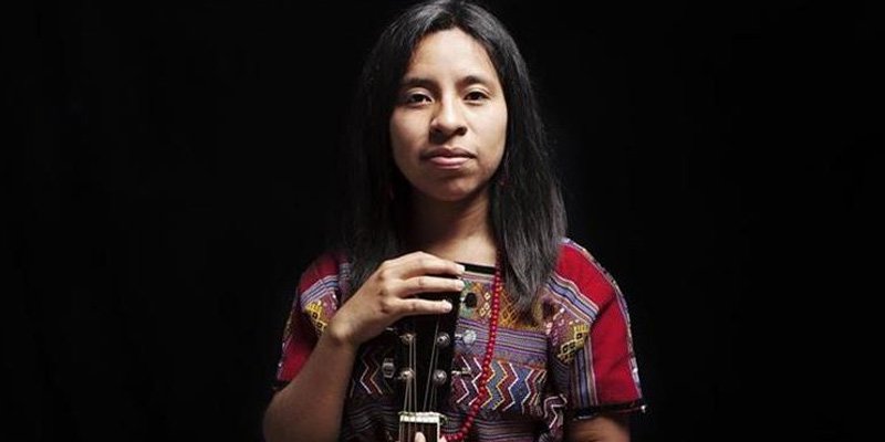 Sara Curruchich cantautora guatemalteca