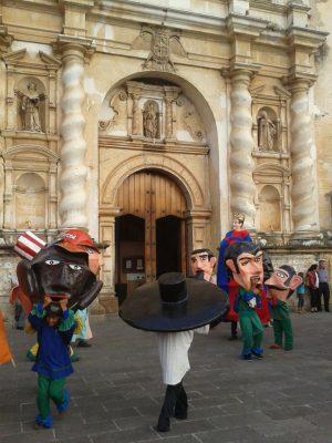 baile de cabezones y gigantes antigua guatemala