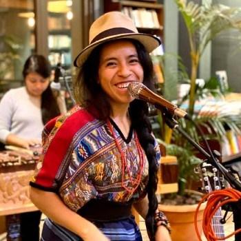 biografia-sara-curruchich-cantante-guatemalteca-kaqchikel-tukur