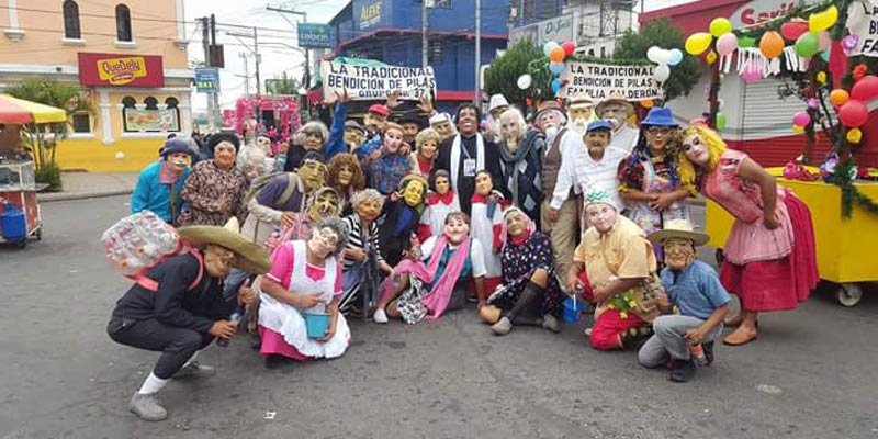 1 de noviembre Desfile de Los Fieros de Villa Nueva