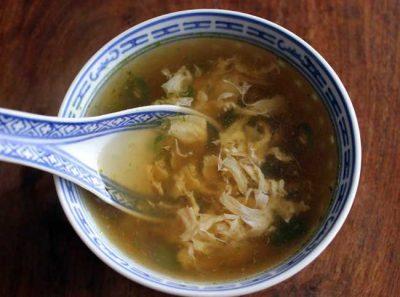 Cómo hacer un Caldo de Huevos guatemalteco