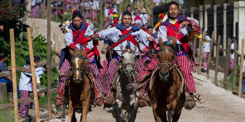Carrera de caballos en Todos Santos Cuchumatán