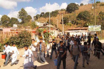 La Corrida del Niño Dios en San Juan Comalapa, Guatemala