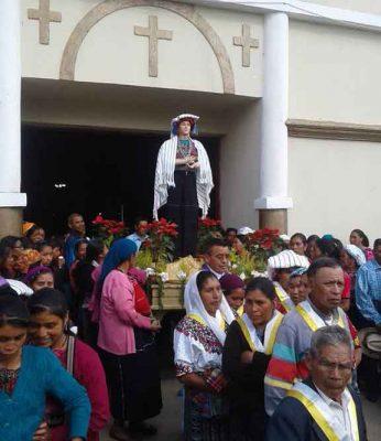 procesión de la virgen de pascua en huitan