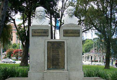 Dónde queda el Busto de los Creadores del Himno de Guatemala