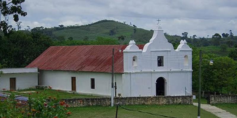 Iglesia Católica del municipio de Dolores del departamento de Petén