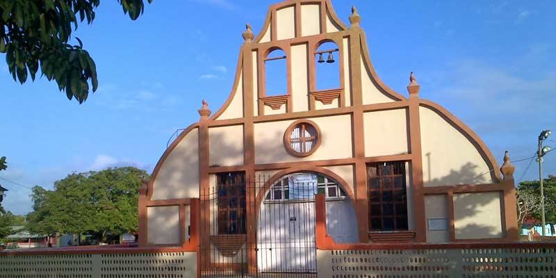 Iglesia Católica del municipio de San Francisco del departamento de Petén