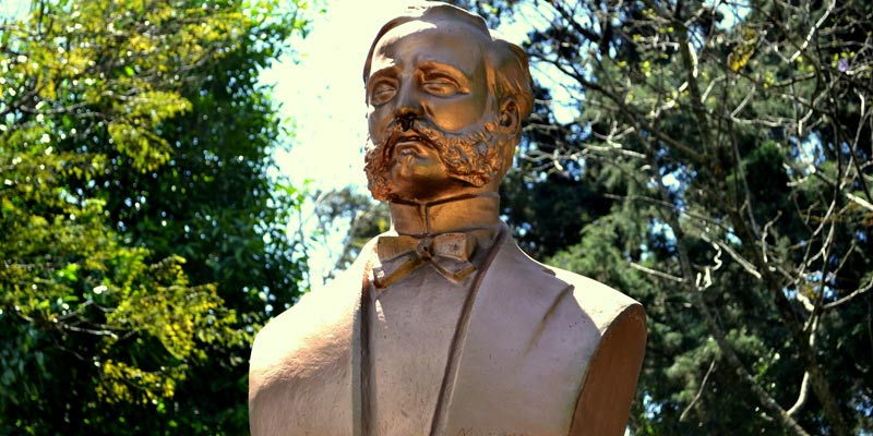 Monumento a Henri Dunant en Guatemala