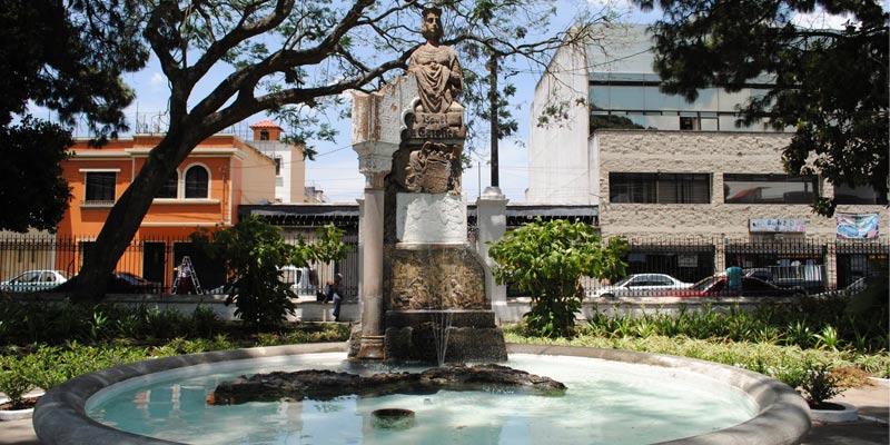Monumento a Isabel la Católica en Guatemala