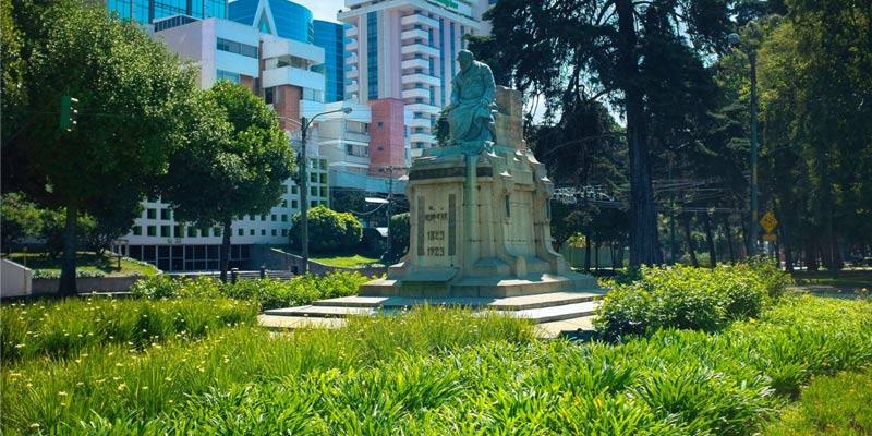Monumento a Lorenzo Montúfar y Rivera Maestre