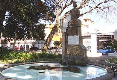 Monumento a la reina Isabel la Católica en Guatemala
