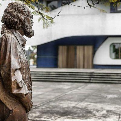 Monumento en Guatemala a Efraín Recinos