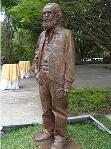 Monumento en Guatemala de Efraín Recinos