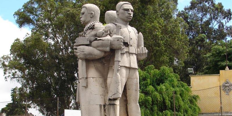 Monumento en Guatemala el Tríptico de la Revolución de 1944