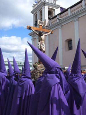 cucuruchos penitentes en guatemala