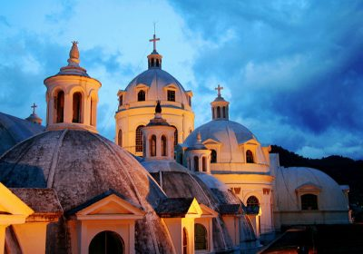 cupulas de la catedral de quetzaltenango