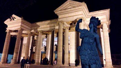 estatuas del teatro de xela