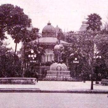 monumento-cristobal-colon-guatemala-parque-central-quiosco