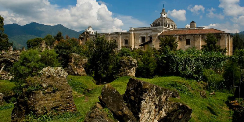 ruinas del convento de san francisco en la antigua guatemala