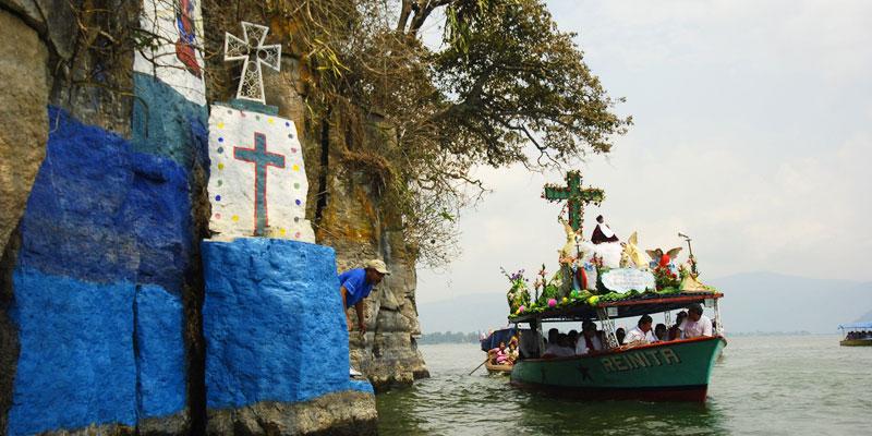 Procesión acuática del Niño Dios en Amatitlán