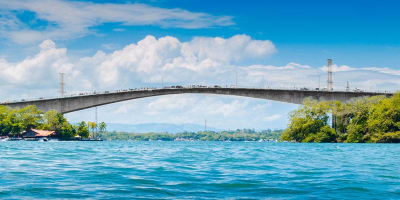 Puente de Río Dulce en Izabal Guatemala