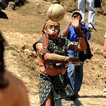 Historia Del Juego De Pelota Maya En Guatemala Aprende Guatemala Com