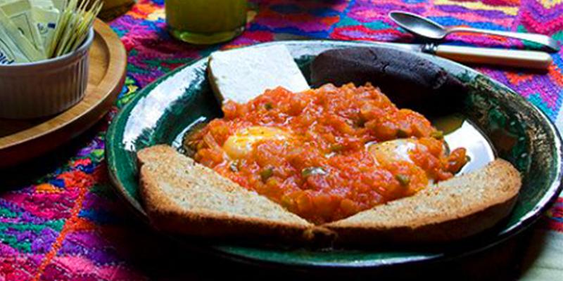 Receta de huevos rancheros guatemaltecos