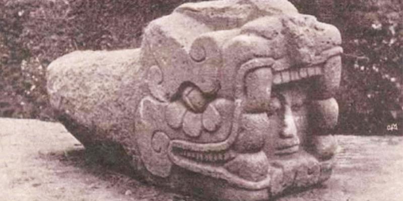 Cabeza gigante de Gucumatz, USAC