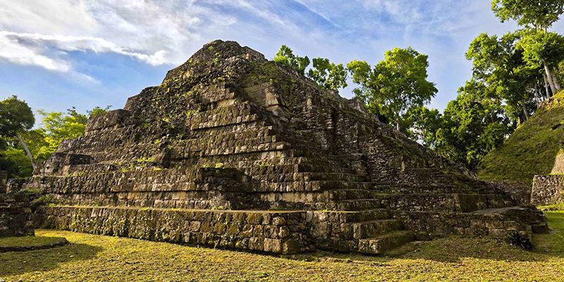 Descubrimiento de las ruinas de Yaxhá, Petén