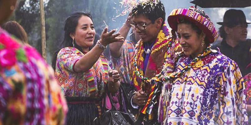 Tradiciones de cortejo matrimonial maya en Guatemala