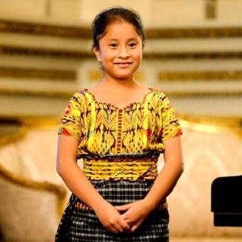 biografia-yahaira-tubac-pianista-guatemalteca-logros-beca-piano