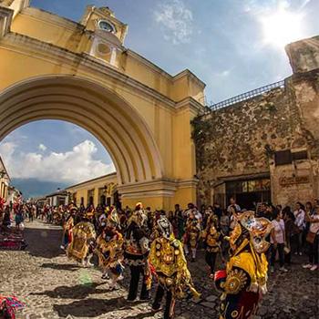 Danza de los Moros y los Cristianos en Guatemala
