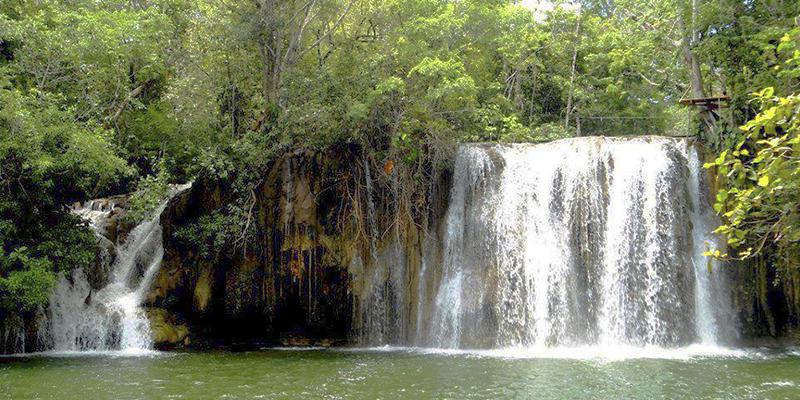 Las Cataratas Calzada Mopán en Petén
