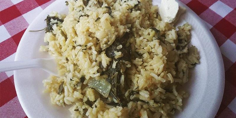 Receta para hacer arroz con chipilín de Guatemala