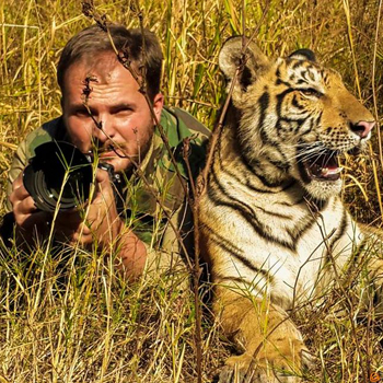Biografía del fotógrafo guatemalteco Sergio Izquierdo