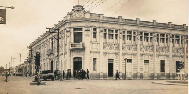El primer semáforo en la Ciudad de Guatemala