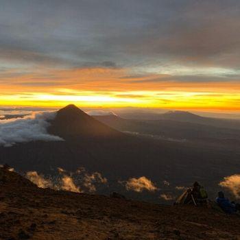 volcanes antigua guatemala acatenango