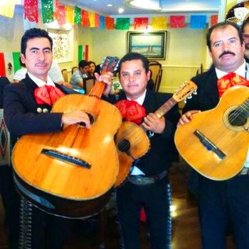 plaza-mariachis-en-guatemala